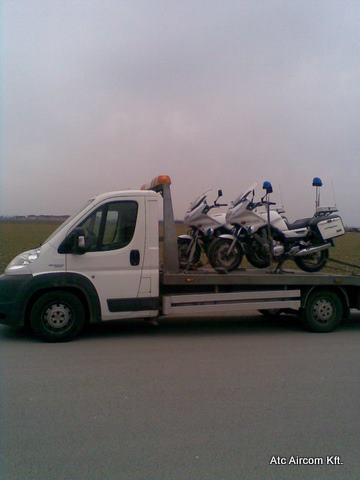 Rendőrmotor szállítása